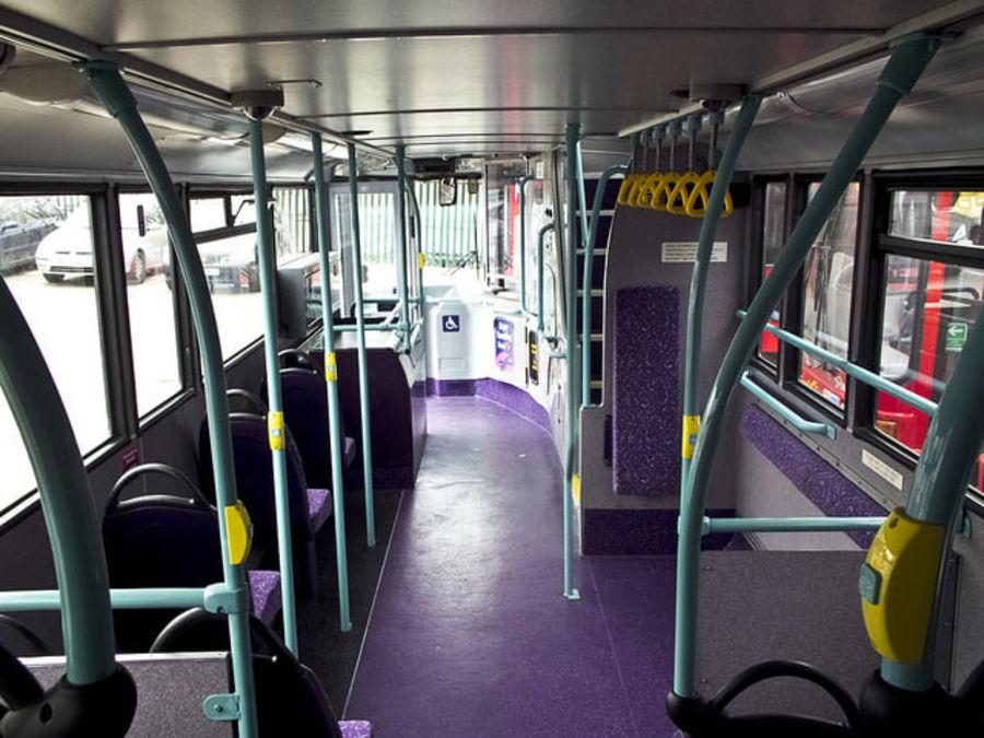 Ônibus Double Decker Arriva dos anos 80 royalty-free 3d model - Preview no. 5