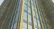 Edificio alto con área de entrada modelo 3d
