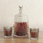 Karafka z whisky i szklankami 3d model