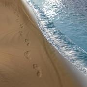 Plaża ze śladami stóp 3d model