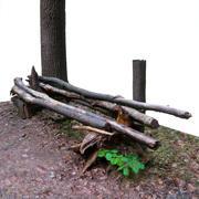 Banco di tronchi nella foresta 3d model